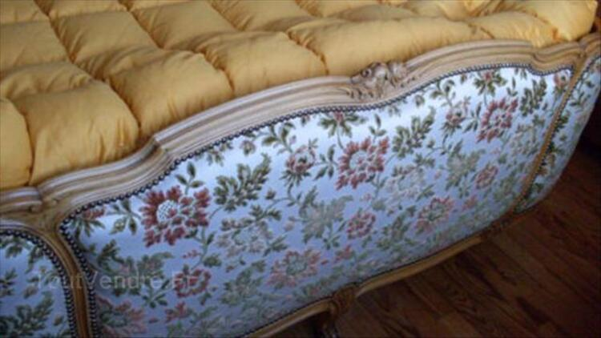 Lit capitonné demi-corbeille Style Louis XV 56501332