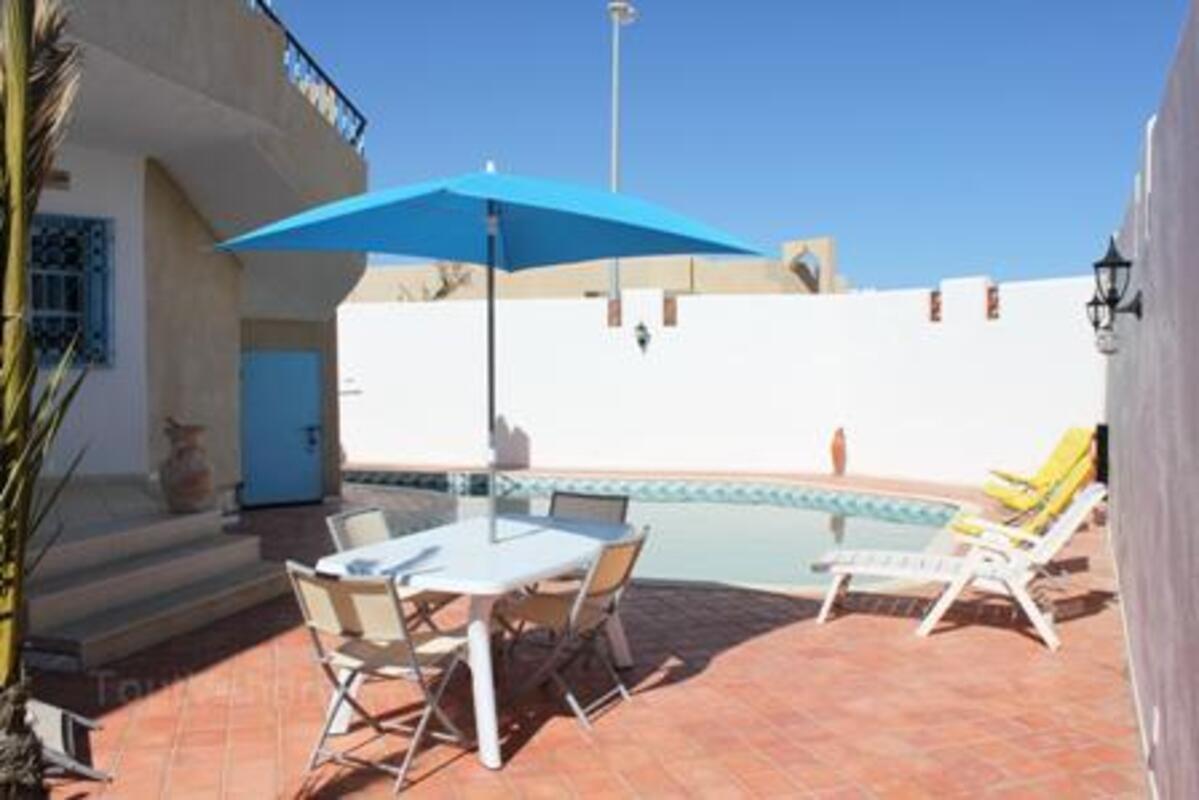 Location djerba villa standing 180m2 avec piscine 11868