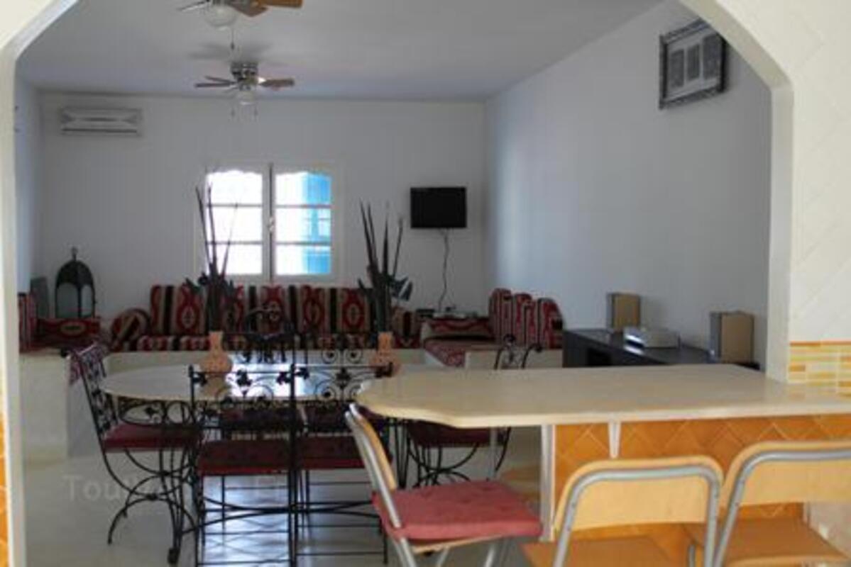 Location djerba villa standing 180m2 avec piscine 11870