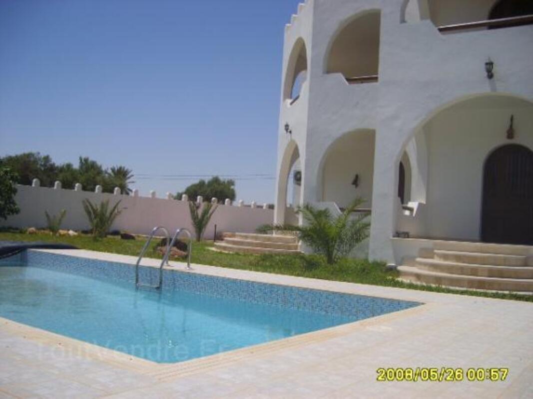 Location djerba villa standing 320m2 avec piscine 7698