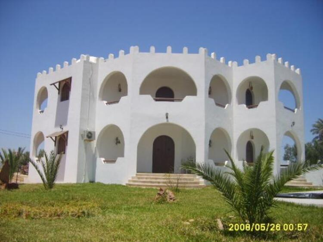 Location djerba villa standing 320m2 avec piscine 7700
