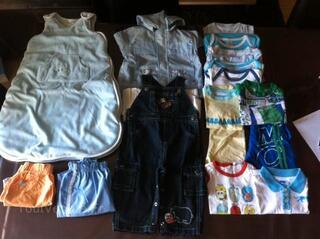 Lot 1 vêtements bébés 12 mois