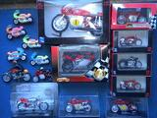 Lot 16 motos miniatures mv agusta