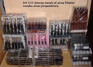 Lot 232 maquillages 143€ frais de port compris