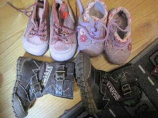 Lot chaussures fille (bottes et baskets, kickers) p 19