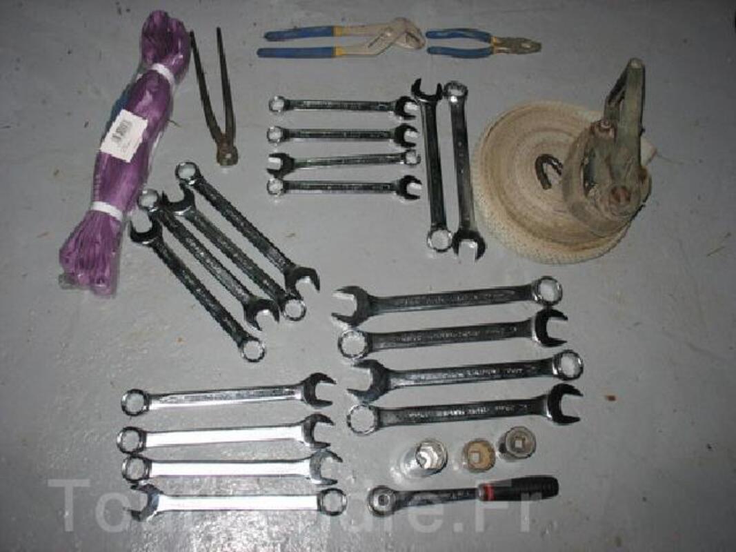 Lot d'outils neuf   55 €  +    CRIC 3 TONNES 135 € 91885574