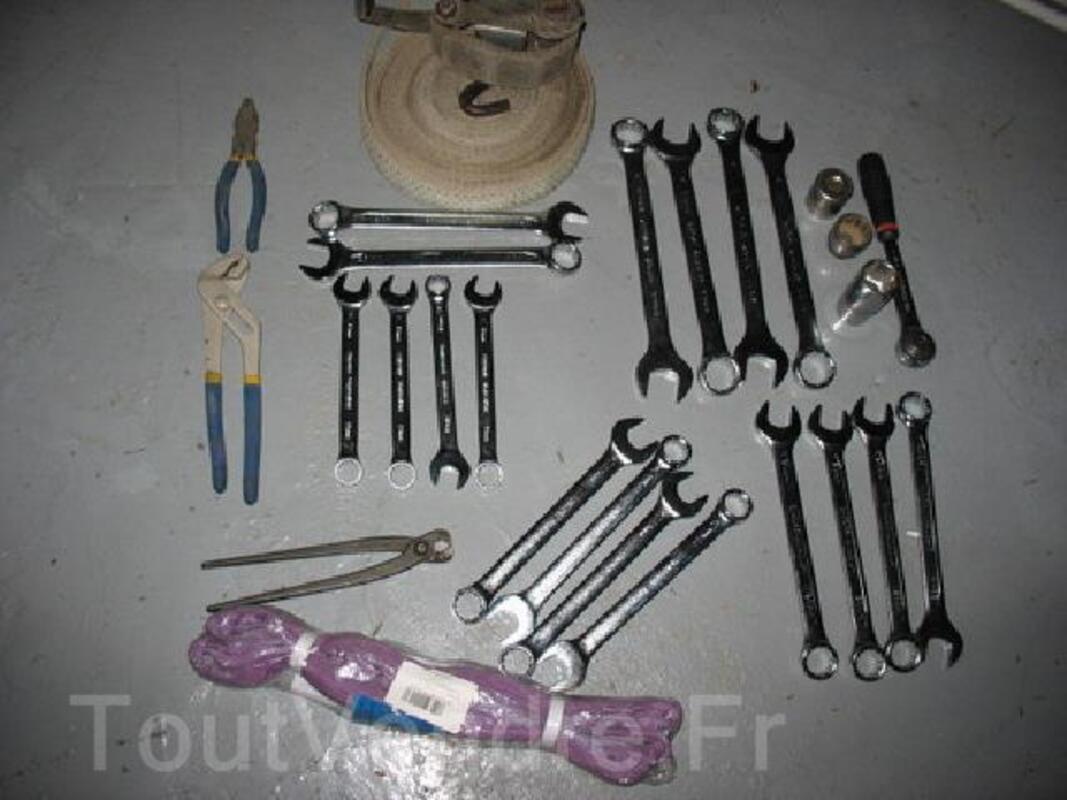 Lot d'outils neuf   55 €  +    CRIC 3 TONNES 135 € 91885575