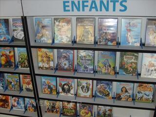 LOT DE 100 DVD AVEC DROITS LOCATIFS