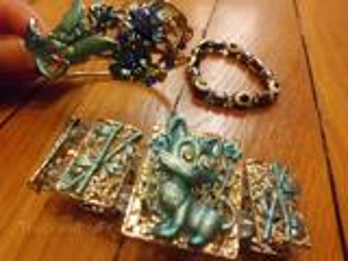 Lot de bracelets fantaisie + 2 bagues + CADEAU