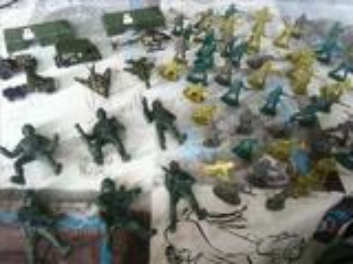 Lot de jouet militaires divers en plastique + un kdo
