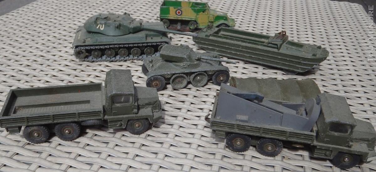Lot de véhicules militaires DINKY TOYS 137451948