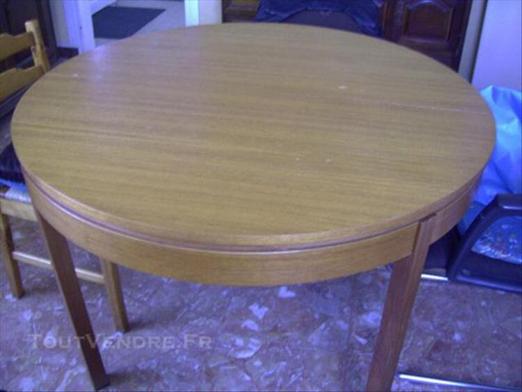 LOT LIT 2 PLACES,TABLE+4 CHAISES,MICRO-ONDE,TABLE BASSE 77271792