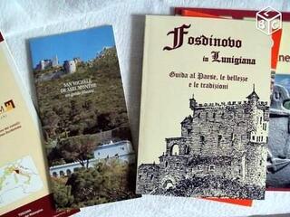 Lot livres Stèle Lunigiana Fosdinovo Toscane en Italie
