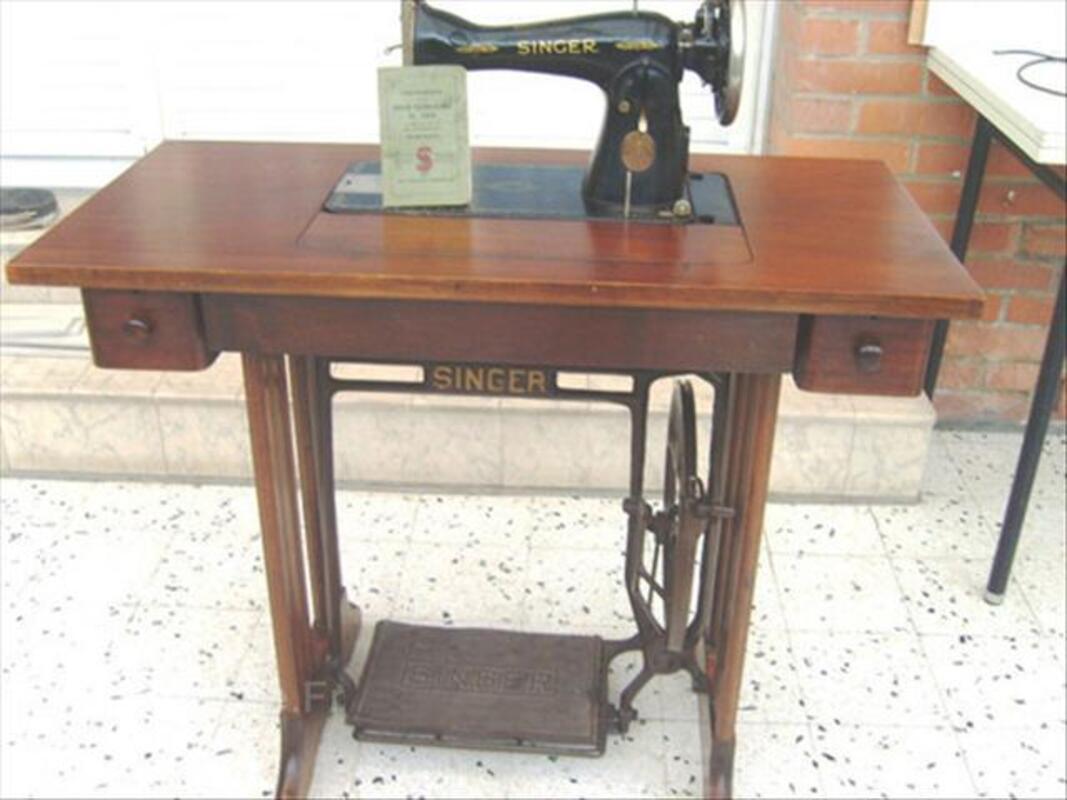 Machine à coudre ancienne SINGER 54556897
