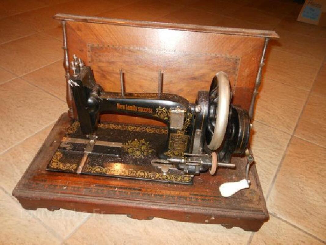 Machine à coudre ancienne 89481942