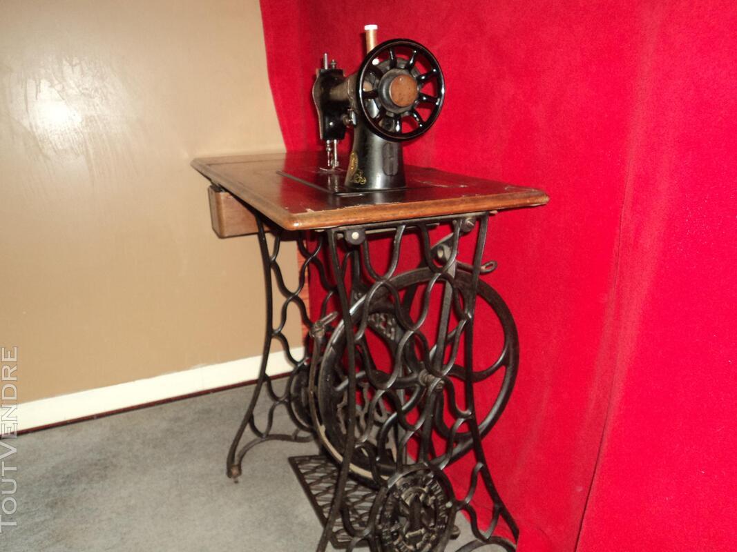 Machine à coudre collection 192696567