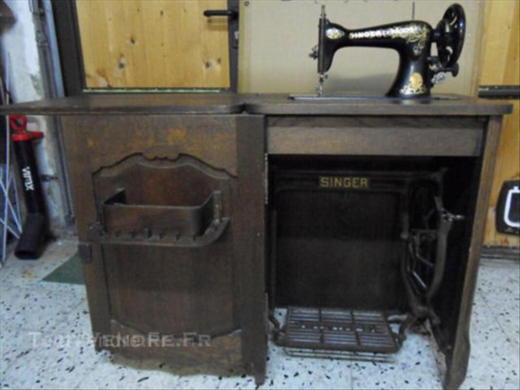 Machine à coudre Singer incorporé dans un meuble 44276088