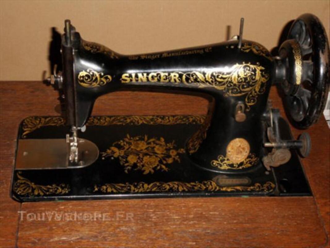 Machine à coudre Singer incorporé dans un meuble 44276089