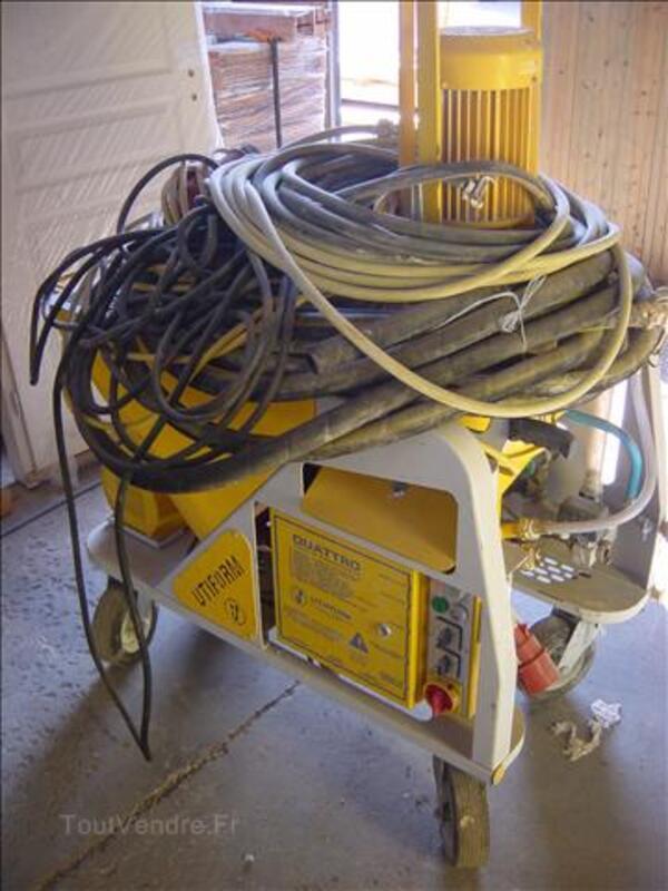 Machine à crépir, à projeter les enduits. 72367627