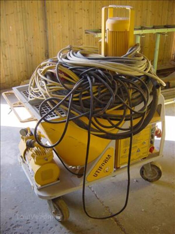 Machine à crépir, à projeter les enduits. 72367628