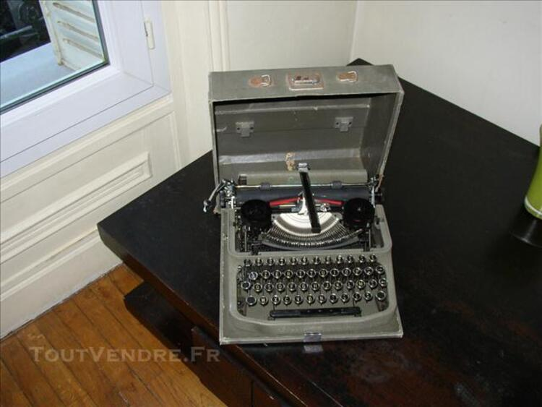 Machine à écrire ancienne Erika 75700871