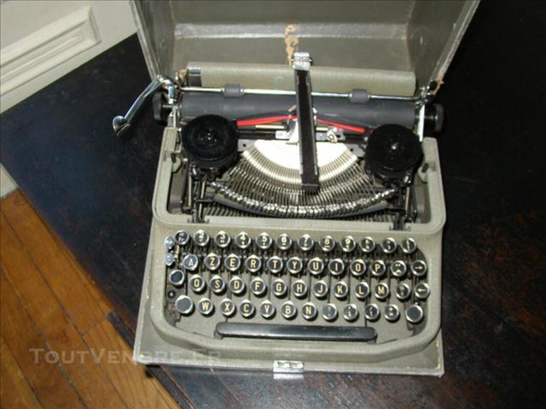 Machine à écrire ancienne Erika 75700872