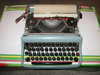 Machine à écrire-olivetti