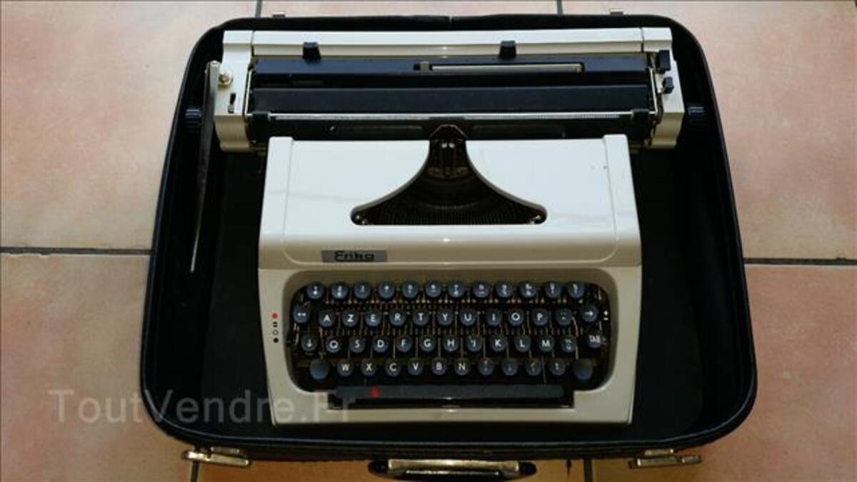 Machine à écrire 103930670