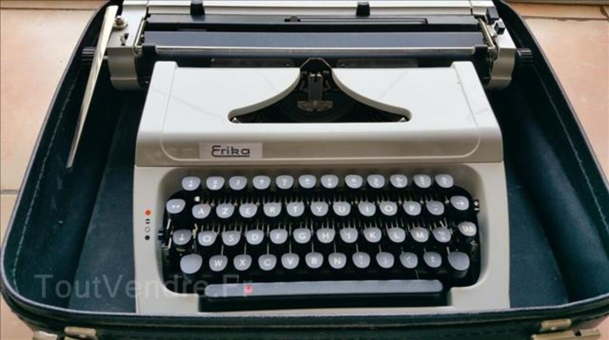 Machine à écrire 103930671