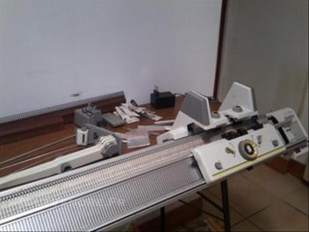Machine à tricoter 86003683