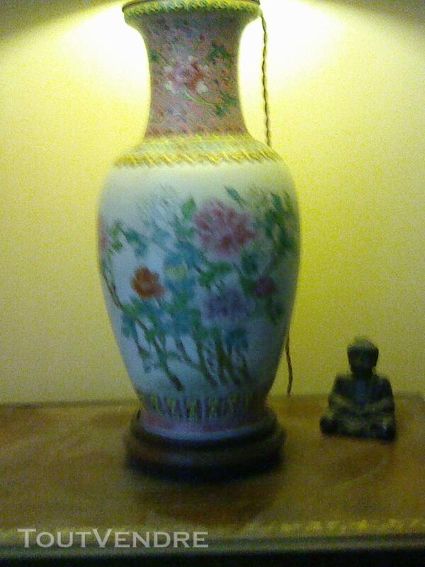 Magnifique lampe en porcelaine 257176517