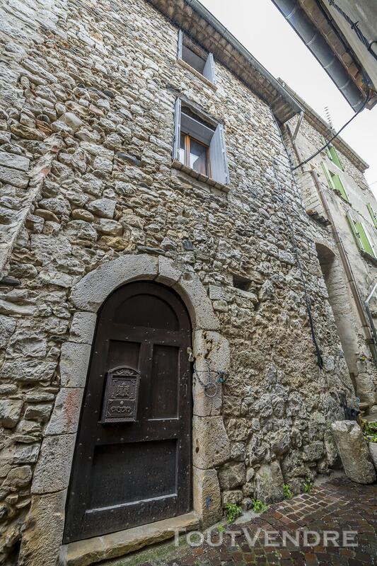 Maison de village atypique 666761391