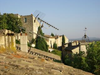 Maison vieux village 4 km Avignon Festival