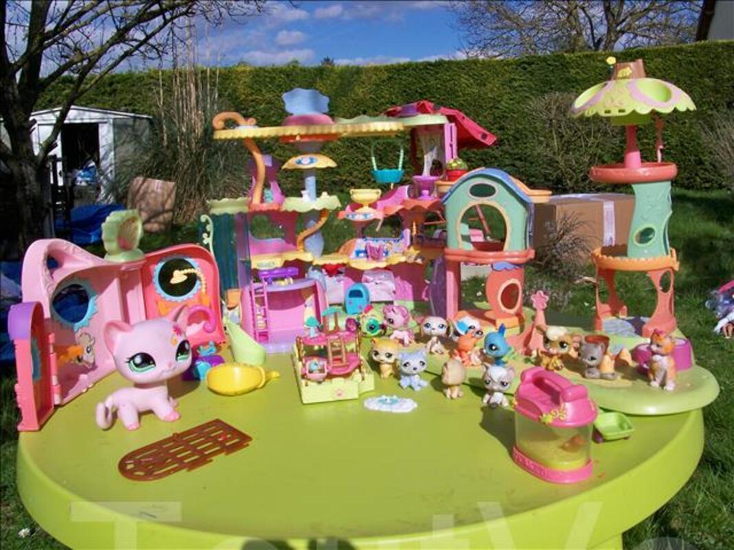 Maisons pet shop + malette de figurines 104592769