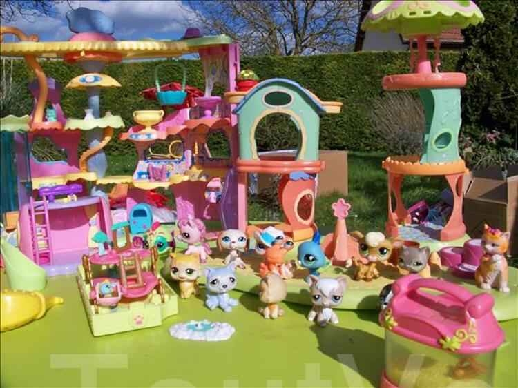Maisons pet shop + malette de figurines 104592770
