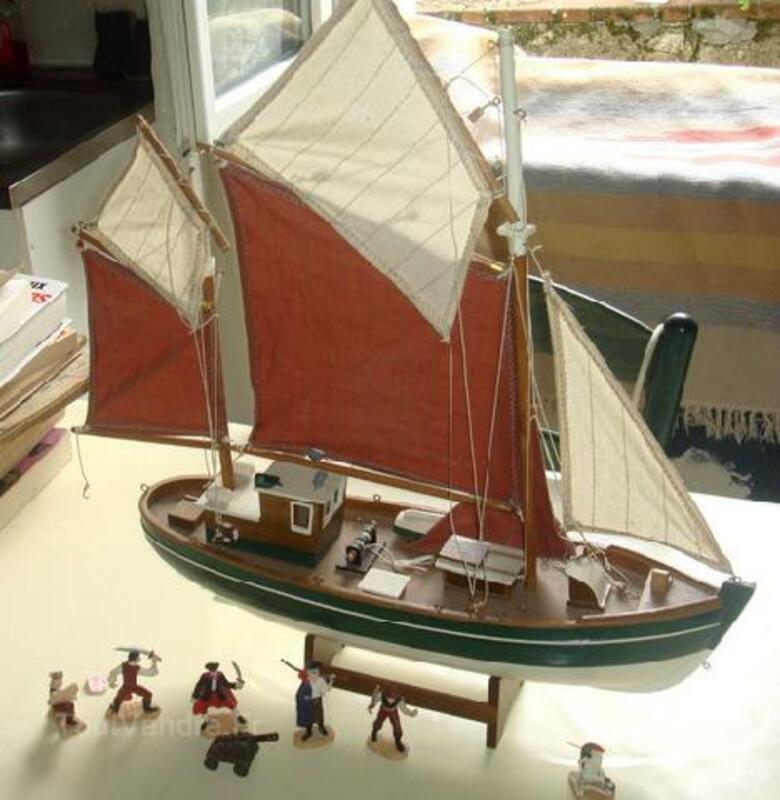 Maquette de bateau type Thonier 89841725