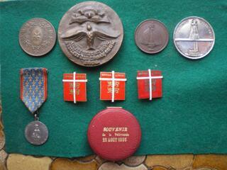 Médailles de Notre-Dame de la Délivrande et divers.