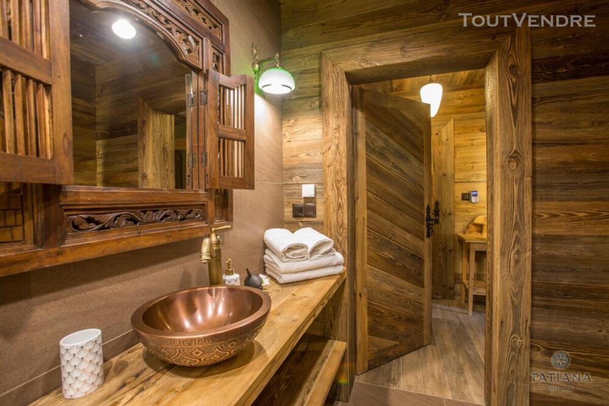 Meubles de salle de bain en vieux bois 487877540