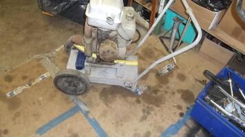 Moto-pompe moteur  bernard ancien  et 1 coupe bordures