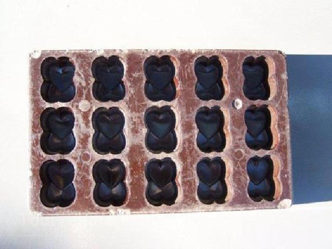 Moules anciens à chocolats 90044329