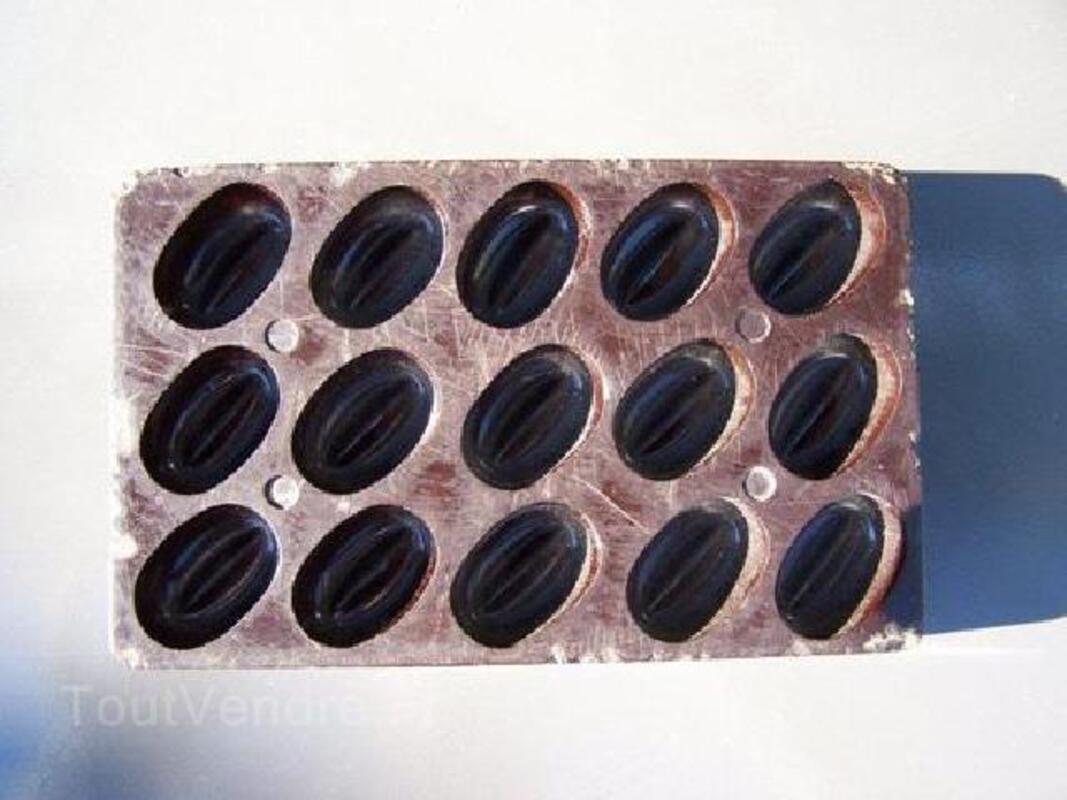 Moules anciens à chocolats 90044330