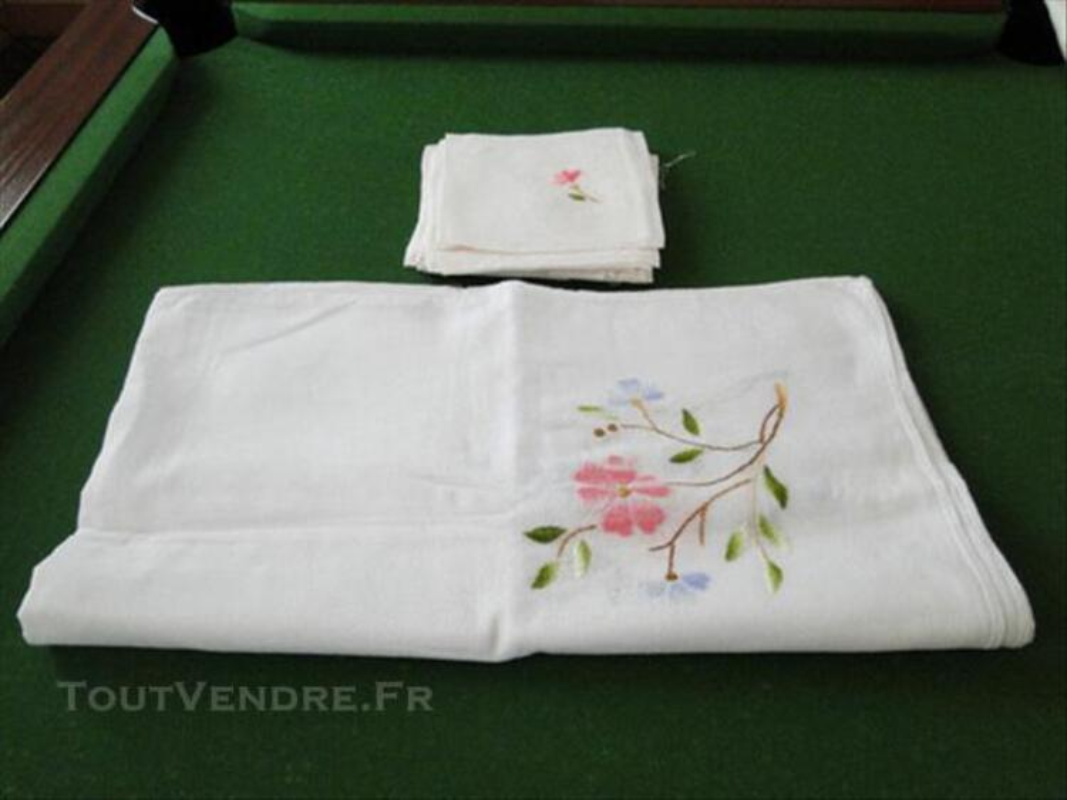 Nappe blanche brodée main et  12 serviettes 76743163
