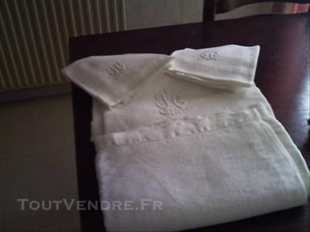 Nappe de table + serviettes 76141173