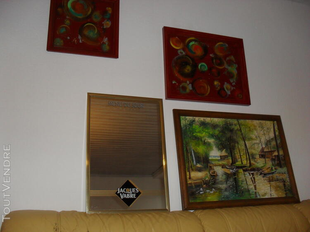 Nombreux tableaux, cadres et miroirs 558734777