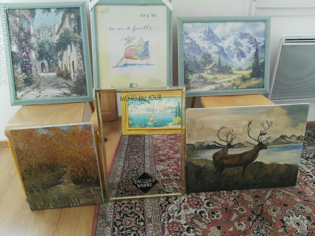 Nombreux tableaux, cadres et miroirs 561938844