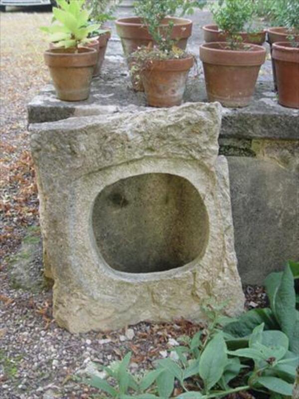 Oeil de boeuf ovale en pierre taillée ancien 56062480