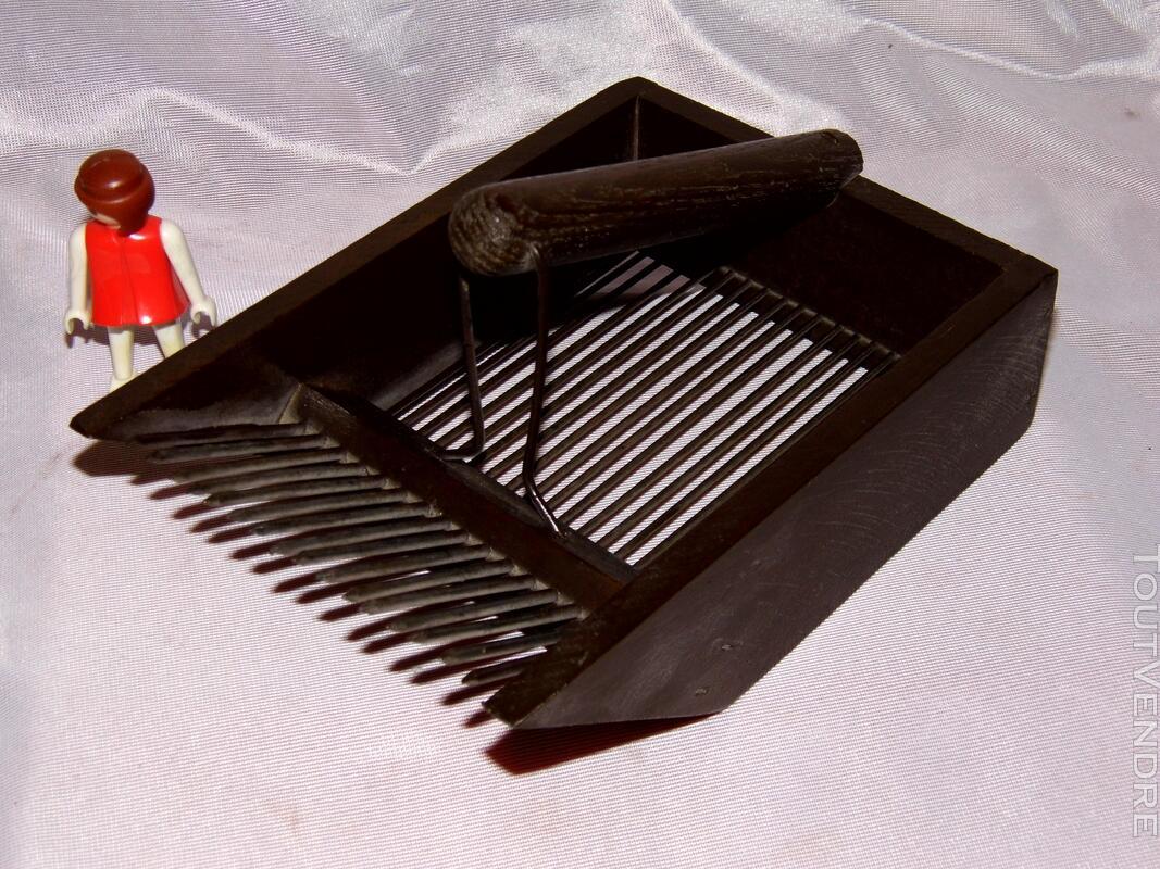 Peigne à myrtilles outil populaire bois fer vintage jardin 128028470