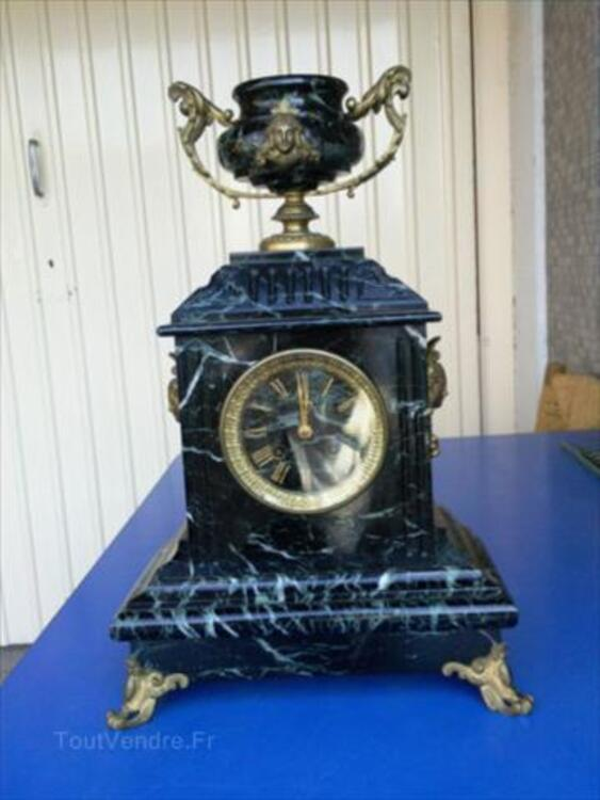 Pendule Ancienne en Marbre noir veiné et Bronze 56057057