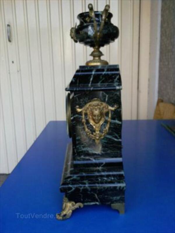 Pendule Ancienne en Marbre noir veiné et Bronze 56057058