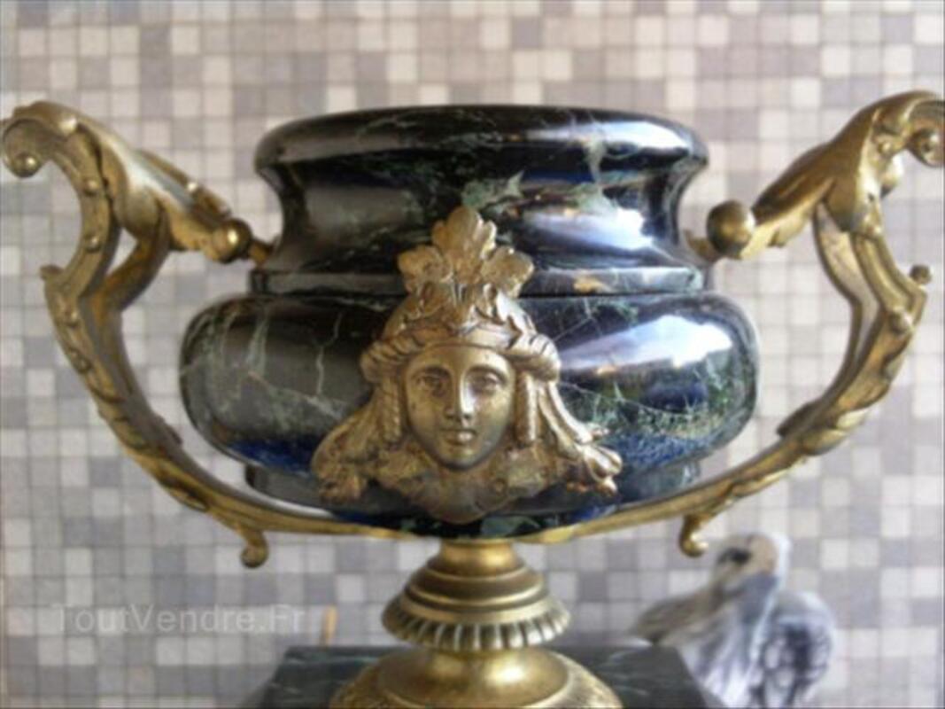 Pendule Ancienne en Marbre noir veiné et Bronze 56057059